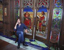 Жизнь в музее: пентхаус Никаса Сафронова